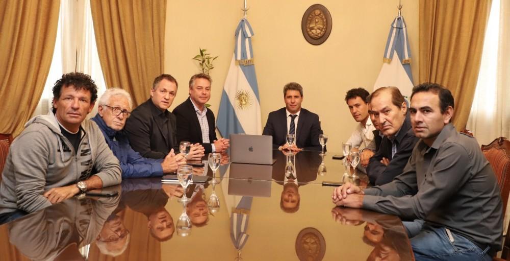 IMPORTANTES DIRIGENTES DEL CICLISMO VISITARON AL GOBERNADOR SERGIO UÑAC