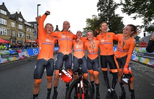 NETHERLANDS, FIRST CHAMPION OF THE WORLD OF MIXED TIME TRIAL BY RELAY
