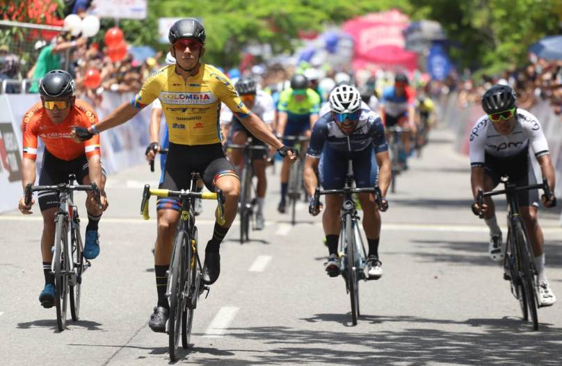 VUELTA COLOMBIA 2021. NELSON SOTO WINS INITIAL STAGE