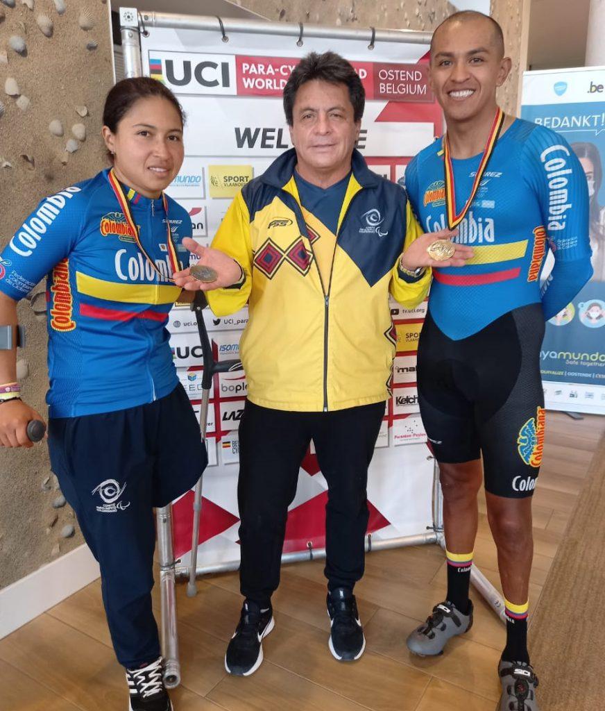Carolina y Diego con su entrenador.